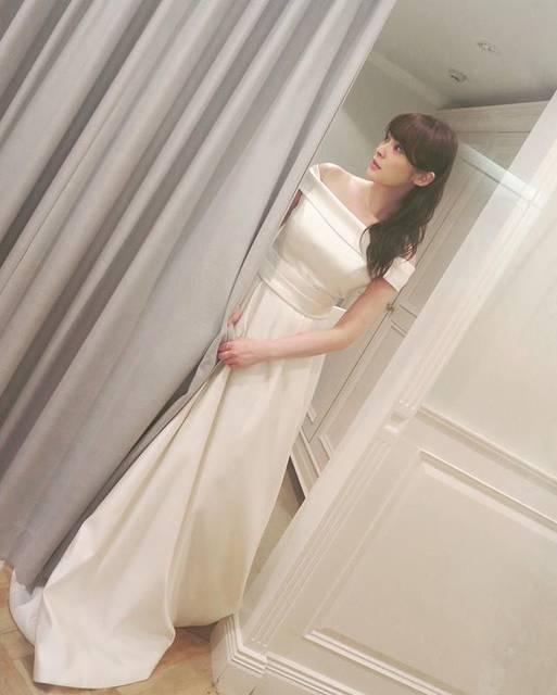 """貫地谷しほり on Instagram: """"そして着ちゃいました。なぜ着たのか、ミカ先生はどうなるのでしょうか!?#フジテレビ #早子先生結婚するって本当ですか #今夜22時 #最終回 #何故 #ウェディングドレス"""" (683073)"""