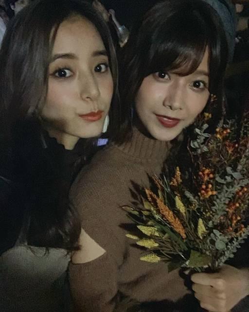 """新木優子 on Instagram: """"写真撮って下さい☺️と言ってくれたりっちゃん♡可愛いりっちゃんの表紙とっても可愛いです。皆さま是非ノンノをチェックして下さいませ🥰#ステージ裏で撮ったら暗い、、🙇♀️💦"""" (686932)"""