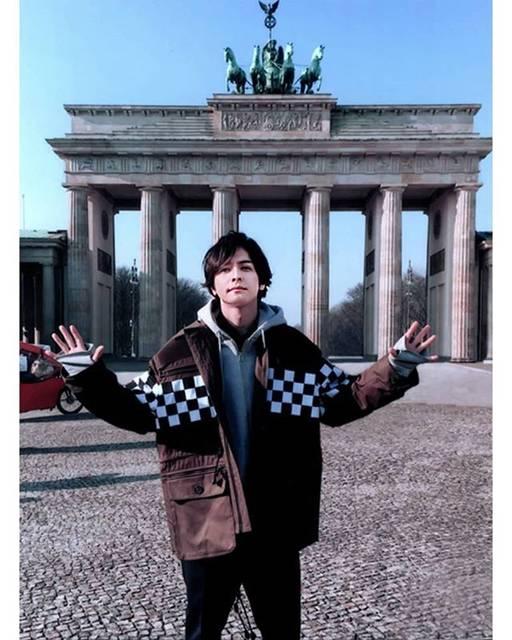 """生田斗真 on Instagram: """"Toma sensei in Berlin 😍 For Berlin Intl Film Festival, Feb 2017  #生田斗真 #ikutatoma #tomaikuta #actor #japaneseactor #berlin #brandenburggate…"""" (688150)"""