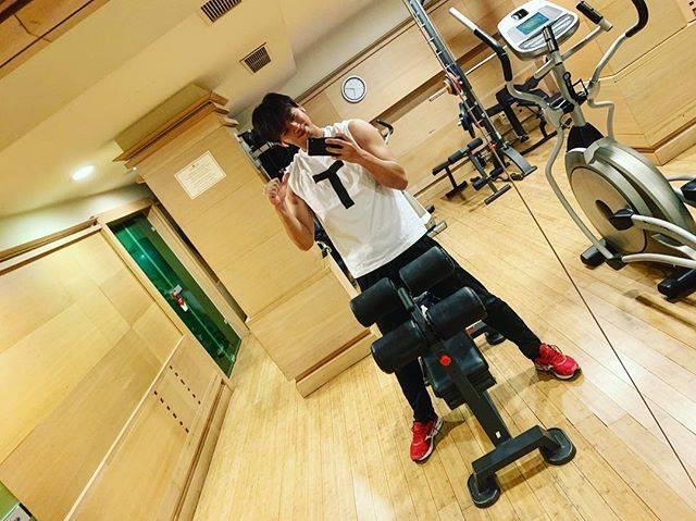"""竹内涼真 on Instagram: """"ぼく T だよ☺️ #tt兄弟 #チョコレートプラネット 長田さんと松尾さんに貰ったよ☺️"""" (690449)"""