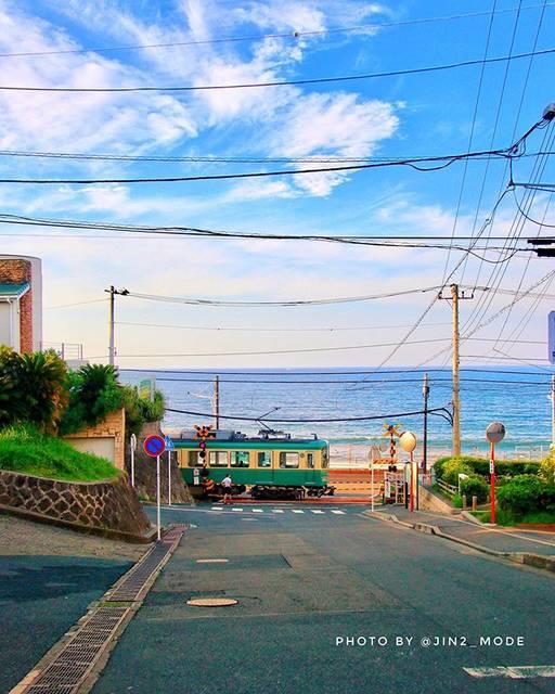"""ジンジン🇯🇵🚹6y on Instagram: """"江ノ電のある風景「夏の空と海との並走」 📮2019/7/22 📷 EOS-80D -------------------------- こんばんは😊 今月もあと10日を切りなんかあっという間に秋が聞こえて来そうな今年の遅い夏。…"""" (691534)"""