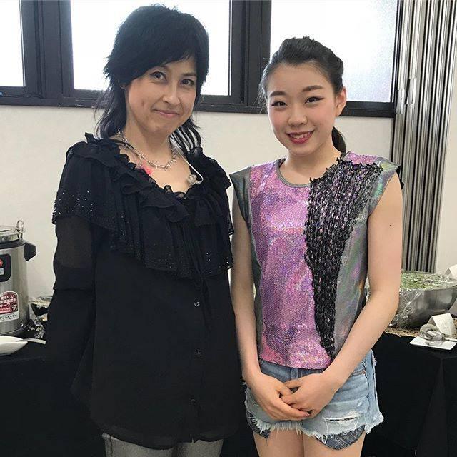 "Rika Kihira 紀平梨花 on Instagram: ""岸谷香さんと😍#fantasyonice2018 #faoi #in神戸 #kaorikishitani #rikakihira"" (692492)"