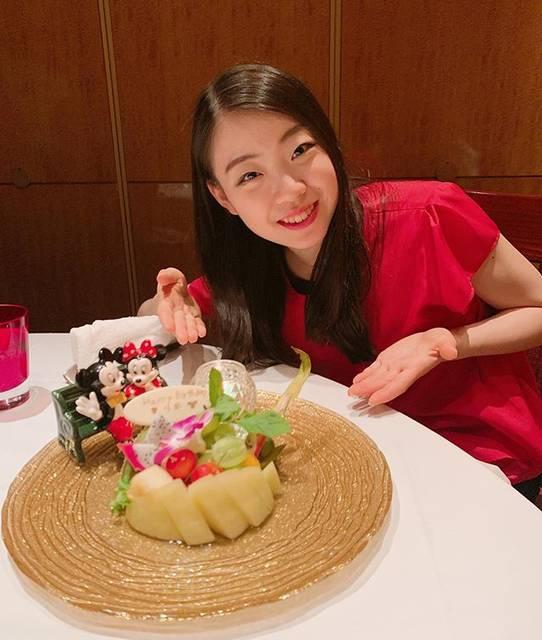 """Rika Kihira 紀平梨花 on Instagram: """"東京ディズニーリゾートのシルクロードガーデンさまからお食事後に誕生日のお祝いをして頂きました✨とても美味しかったです💓💓#東京ディズニーリゾート #シルクロードガーデン #7月23日の夜 #夢の夢の夢の国 #フルーツ"""" (692623)"""