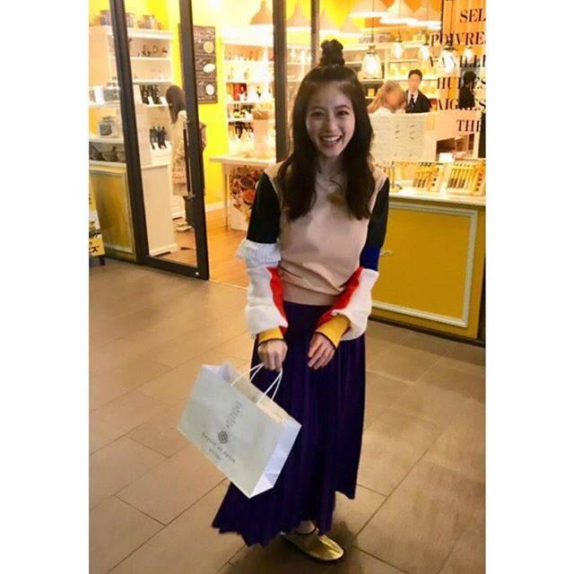 """今田美桜 on Instagram: """"スパイス屋さんでいっぱいスパイス買えて浮かれてるワタシ。ハルですね。🌸ウカレチャウ。"""" (693143)"""