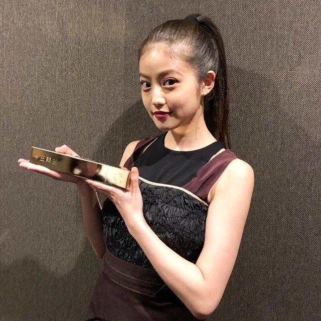 """今田美桜 on Instagram: """"Yahoo!検索大賞2018いただきました。これからも頑張ります☺︎"""" (693299)"""