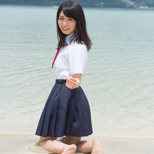 """長濱ねる1st写真集 ここから【公式】 on Instagram: """"長崎県・上五島にある蛤浜海水浴場です!遠浅のビーチがとってもきれいで、トビウオが泳いでるのが見えました🐟🐟🐟🐟 このあと、制服のまま海に飛び込んだ長濱さん。青春かよ!😉😉😉😉#長濱ねる1st写真集 #ここから#上五島 #蛤浜海水浴場"""" (693364)"""