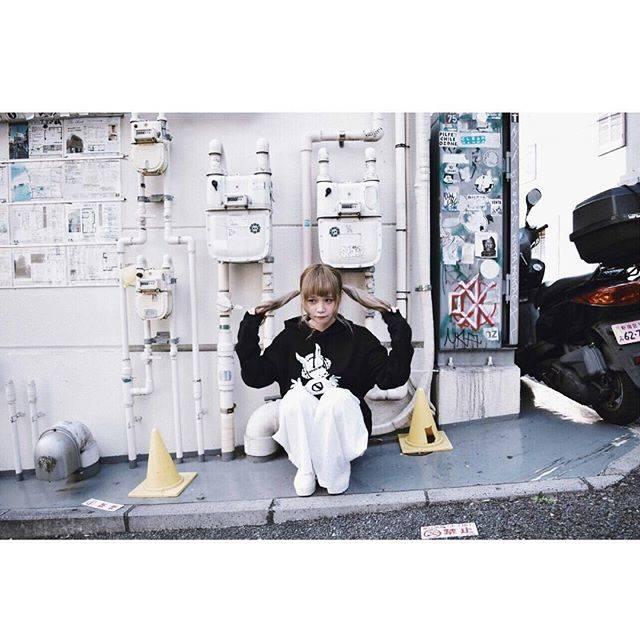 """azuki on Instagram: """"ろこるさんパーカー!VVさんにて通販受付中です◎よろしくおねがいします〜🐰"""" (694907)"""