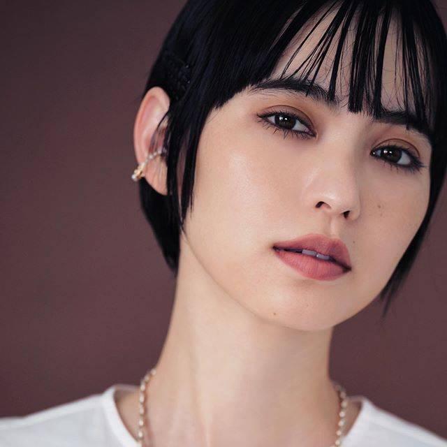 """Spring Takarajimasha on Instagram: """"この秋はメイクもベージュがトレンドの予感!😆 発売中の10月号では、ヘア&メイクアップアーティストの木部明美さんに、秋メイクについてたっぷり教えてもらったので、ぜひ誌面でチェックしてください😆✨ まずはメイクから秋を取り入れよう!🍁🍂 ・ Hair&makeup:Akemi…"""" (695082)"""