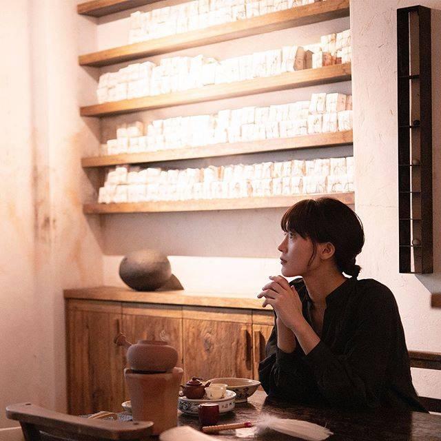 """ハルカノイセカイ on Instagram: """"小慢 台北市大安區泰順街 16 巷 39 號  伝統とモダンが混ざり合う、台北屈指のセンスの良い茶藝館へ。オーナーのマダムを筆頭に上品なスタッフの方たちが、目の前で丁寧にお茶を淹れてくれます🍵 その美しい所作にうっとり☺️…"""" (696954)"""