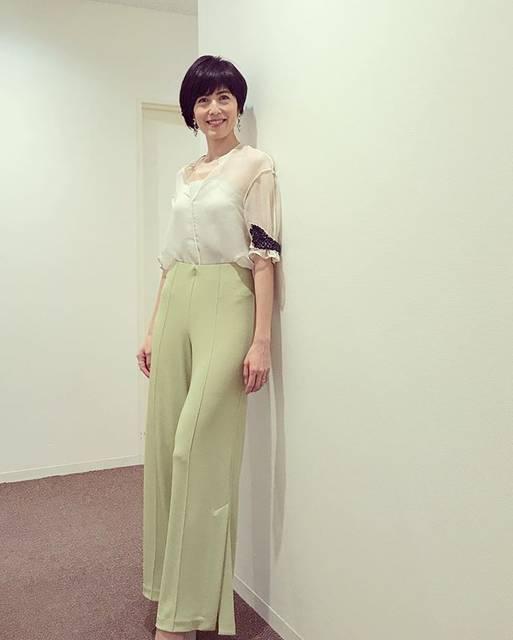 """@saori_tenmizu on Instagram: """"娘も大好きな小島さん。母として、働く女性として学ばせてもらうことが多々。#美しい人#小島慶子#bymalenebirger"""" (699311)"""