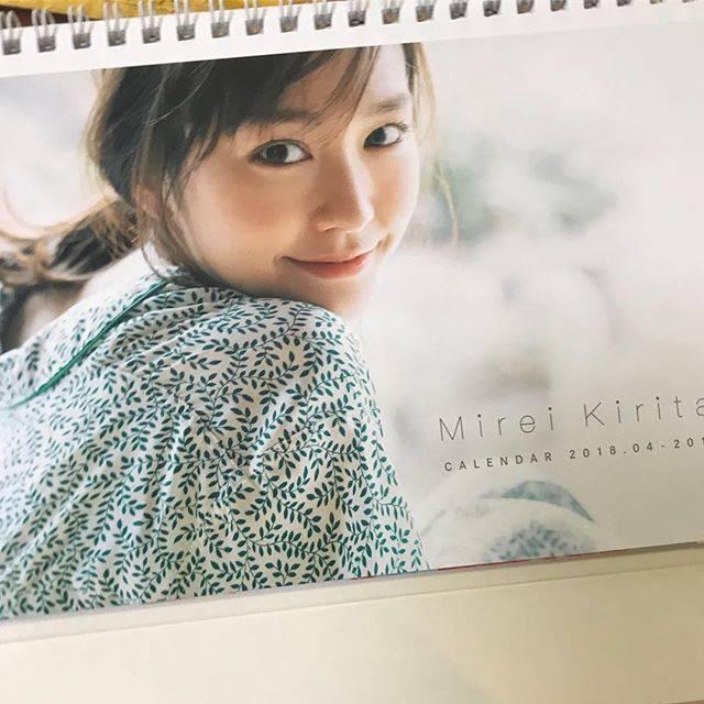 """桐谷美玲 on Instagram: """"カレンダー発売したよ!3/31、渋谷TSUTAYAでイベントします。待ってます😊"""" (701685)"""