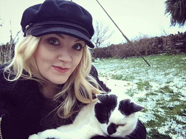 "Evanna Lynch on Instagram: ""Cold day at home ❄️🙀"" (704205)"