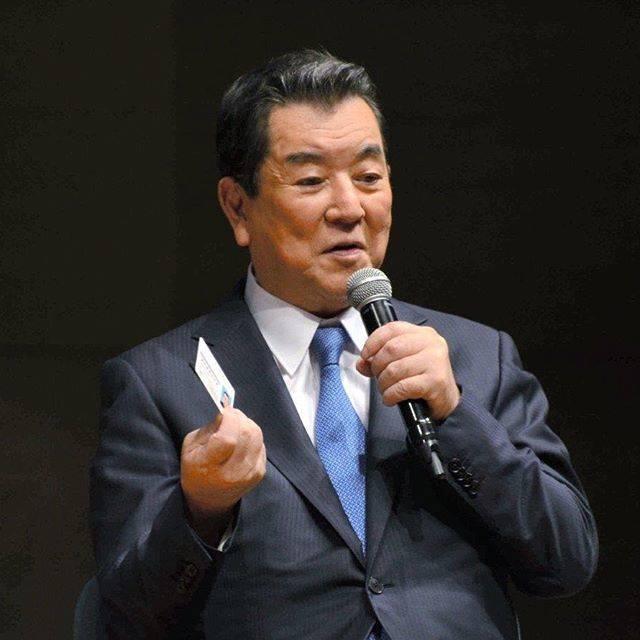 """朝日新聞 on Instagram: """"82歳の俳優・歌手、加山雄三さんが16日、運転免許証を自主的に返納したことを明かした。警視庁のイベントで、「安全のためにも返納が一番。自分の運転を過信しないで」と訴えた。#asahi #朝日新聞#加山雄三#免許返納#高齢者#運転免許#自主返納#安全第一"""" (704357)"""