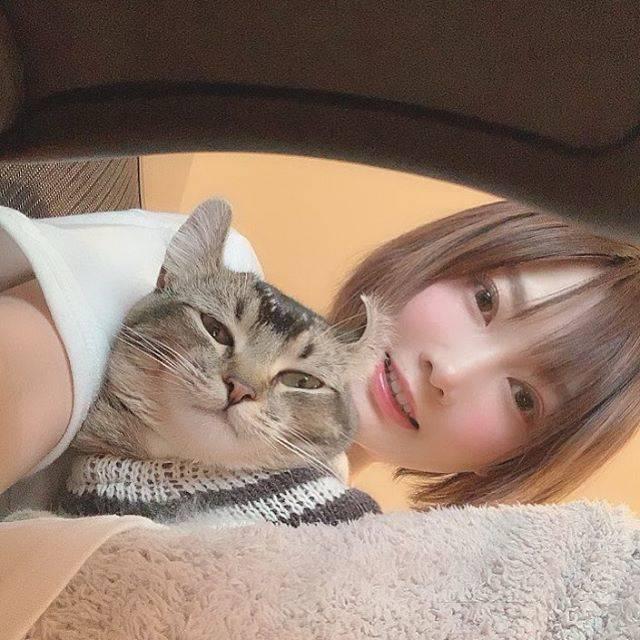 """木下ゆうか on Instagram: """"膝に乗るロンをローアングルで📸#ろん #瓏 #珑 #lon #ろんすた #cat"""" (704663)"""
