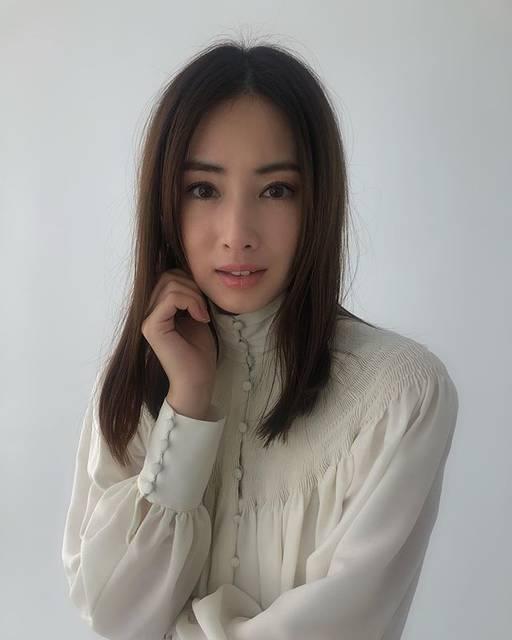 """Rie Aoyama on Instagram: """"@steady_tkj のオフショット📸#北川景子 さん#steady#steadymagazine #cover#covergirl #美#オフショット#りえカメラ#hairmake#makeupw#青山理恵"""" (705573)"""
