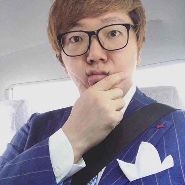 "HIKAKIN ヒカキン on Instagram: ""本日はUUUMの上場セレモニー!いざ参る!"" (710313)"