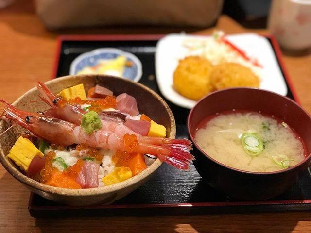 "kaori on Instagram: ""あられ丼セット🍣#ランチ#札幌ランチ#魚河岸甚平 #札幌"" (741988)"