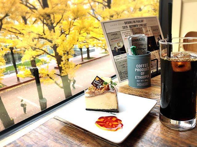 """まっちょ on Instagram: """"・・結局、出歩いちゃう休日。・・秋の景色が、1年の中でいちばんすき。🍂🍂・・#札幌 #札幌市中央区 #大通カフェ#札幌カフェ #赤れんがテラス#ブルックリンパーラー札幌#BrooklynParlorsapporo#オレオクッキーチーズケーキ"""" (742144)"""
