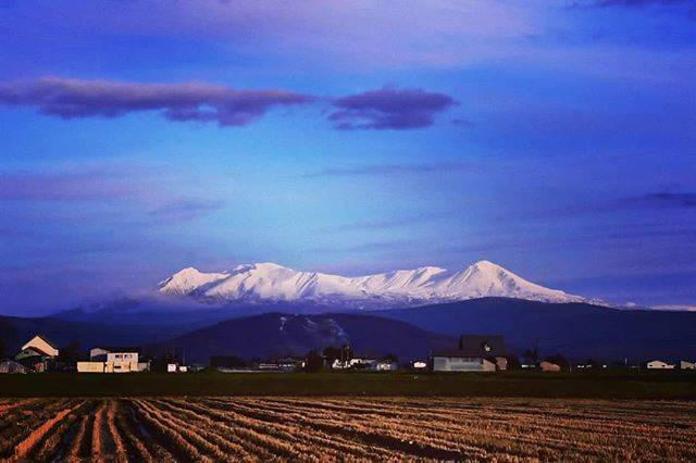 "k-nao on Instagram: ""山にも冬到来❄  #japan #hokkaido #hokkaidolikers  #love_all_sky  #landscapephotography  #lovers_nippon  #sky_lovers  #sky_collection…"" (742776)"