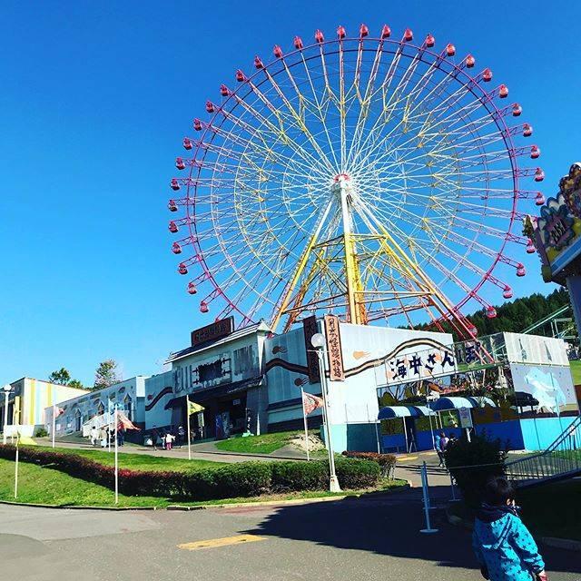"""satomi yasuda on Instagram: """"近所の方にフリーチケットをいただき、北海道グリーンランドへ行ってきました! 前に行った時は子供達2歳と4歳だったから、ほぼ乗り物のれなかったけど、今回は乗りまくりでめっちゃ楽しかった😂 爽ちゃんは鼻水凄かったのでおばあちゃん家でお留守番。…"""" (743434)"""