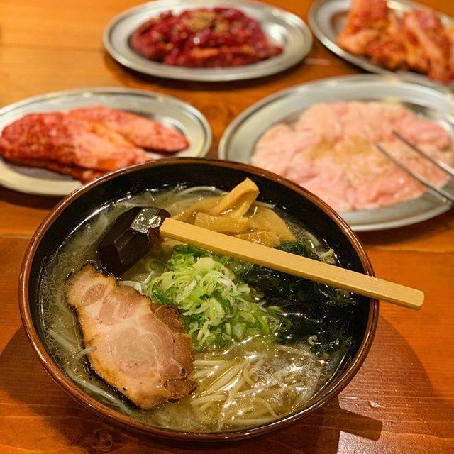 """Nana on Instagram: """"ここの塩ラーメンに感激😂 ちょうどいい塩加減に細麺が合う~!! 非常においしかった☺ ランチだとライスとスープが おかわりし放題なのも素敵! お肉の中では特選煉屋カルビが 柔らかくておいしくて気に入った! 遠いけどまた行きたいなー😋 #北海道グルメ #北海道 #滝川…"""" (744831)"""