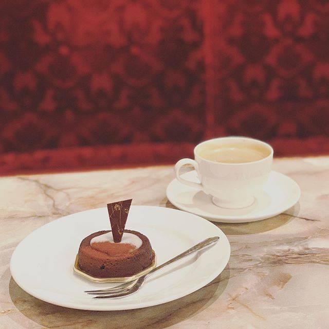 """Yousuke Ito on Instagram: """"#スイパスは人を幸せにする #小樽スイパスツアー #館ブランシェ #ショコラルー #生チョコのような口どけにフォンザンがアクセント。#濃厚で深い味わいこケーキです。#カフェ #カフェ巡り #カフェ好き #カフェスタグラム #カフェが好き#cafe_suke_gram"""" (745859)"""
