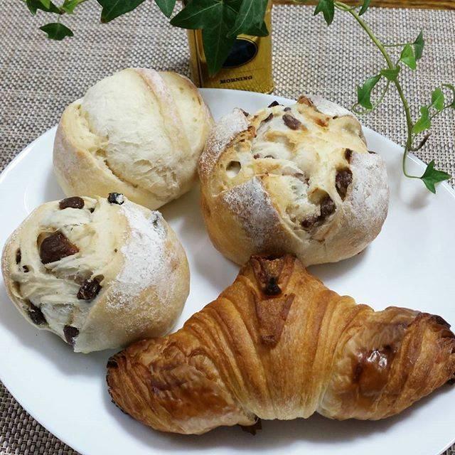 """モンブランらん on Instagram: """"おはようございます☔昨夜からの雨で今日はやっとプラス気温🎵  #ノーザンベーカリー さんのパンでモーニング☕🍞🌄 旭川神楽岡にある東京出身の方が切り盛りするベーカリー🍞 甘さ控えめのクロワッサン。小豆とクリームチーズのパン、プチパン、レーズンパン。 むっちりと優しい味❤ *…"""" (746242)"""