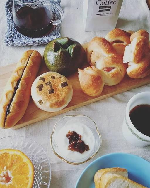 """さちこ on Instagram: """"今日の遅い朝ごはん おいしいパンが食べたくて、パン屋さんがオープンするのを待って買いに🚗走りました。水木土日のみオープンのパン屋さんです。  昨日森彦のコーヒーを近所で購入することができたのでウキウキの朝食タイムです。  #今日の朝ごはん #asahikawa #こっぺくらぶ…"""" (746243)"""