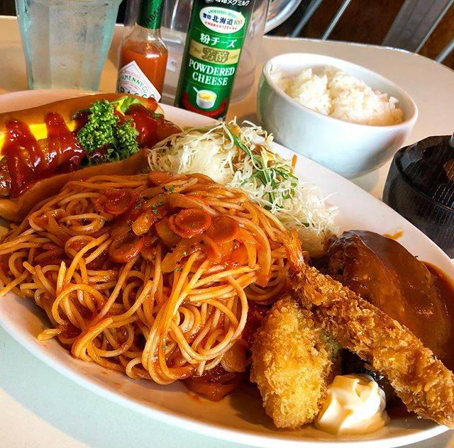 "joker😎😎😎 on Instagram: ""#lunch#ダイナマイト掟破りコース #ハンバーグ200g#白身魚フライ #エビフライ #ナポリタン#サラダ#ホットドッグ#ご飯と味噌汁#ジョッキサイズのドリンク😎😎😎"" (747587)"