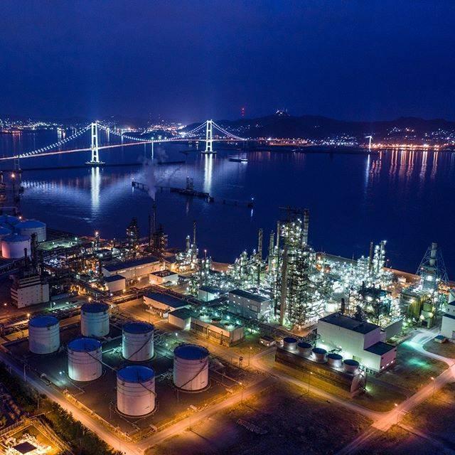 """室蘭工場夜景+α展@冬は氷筍写真家 on Instagram: """"本日のJXTGエネルギー室蘭製造所。風が止んで室蘭港が鏡面となっていました。#みんなの室蘭工場夜景 #工場夜景 #JXTG #mavic2pro #mavic2 #NiSi #ナチュラルナイトフィルター #tokyocameraclub"""" (748614)"""