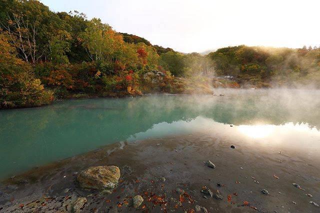 Kei  FujisakiはInstagramを利用しています:「「地獄の紅葉」 朝日の入り方と湯気感が予想と違ったなぁ…😵 #japan#tohoku#aomori#mountain#NJ…」 (748789)