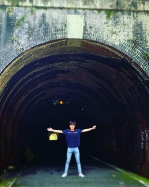 """EJIRO on Instagram: """"この後、怖いアルファードが来ました。人間が一番怖いのかもしれない。#夏休み#旧本坂トンネル#チーム1-1#高2デビュー#ドラマだと思って真剣に見ていたら#青汁のCMだった時の衝撃"""" (749213)"""