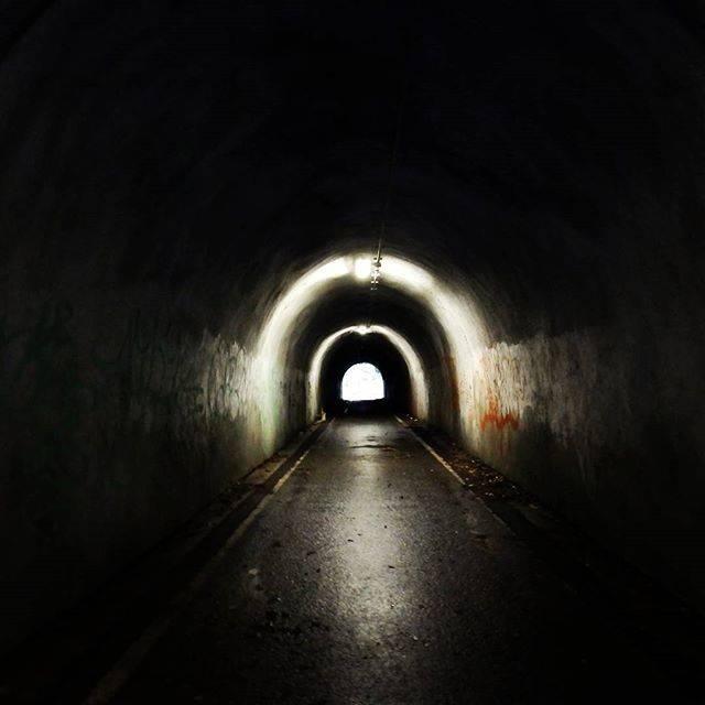 """雷神 on Instagram: """"昔撮影した、宮崎幼女殺害事件の舞台の1つ旧小峰トンネル、凄惨な事件の舞台の割に、この日トンネル抜ける風は爽やかなのが印象的でした。#旧小峰トンネル"""" (749409)"""