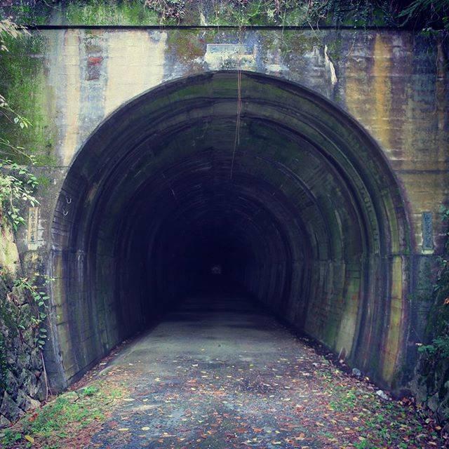 """やまさん on Instagram: """"酷道418号にある二股トンネル。心霊スポットとして有名らしい。トンネルの中を歩いていくと、自分の足音以外の音が聞こえてきた・・・#二股トンネル"""" (749862)"""
