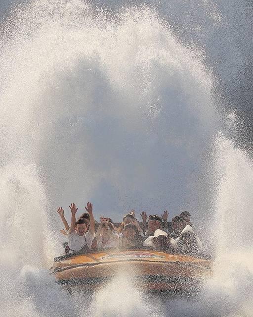 "ari on Instagram: ""・ ・ 大阪 ユニバーサルスタジオ ジュラシックパークザライド ・ ・ 乗ったら一番前の座席でずぶ濡れに ・ ・ でも暑かったから気持ちよかった ・ ・ 乗っても撮っても大迫力で楽しめました ・ ・ #大阪 #osaka #ユニバ #ユニバーサルスタジオ…"" (750085)"
