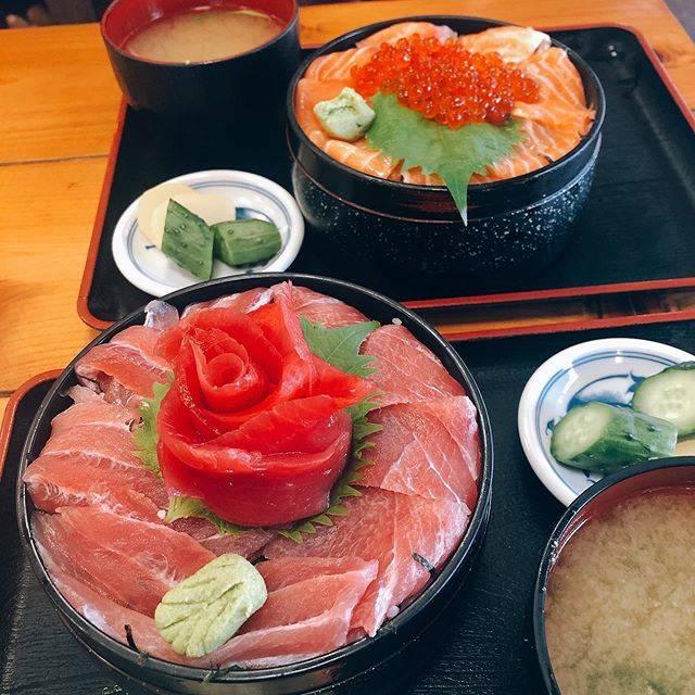 "@hello_carrot on Instagram: ""w/🦊 #鉄華丼 #まるよ #鴨川シーワールド #濃溝の滝 #幸福の鐘 #城南島海浜公園"" (750471)"