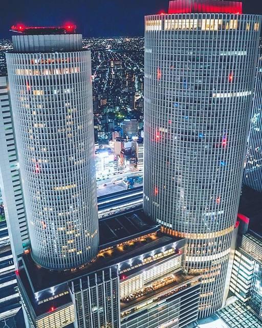 "✌︎Kaede✌︎ on Instagram: "". 愛知県『スカイプロムナード🏙』 . 圧倒的高さ! THE名古屋駅って感じが良い🏅 三脚の接続部分忘れてげき萎え だったけどまあまあ撮れて良かった✌︎ ________________ 📸SONYα7iii+FE 28-75 🕹F2.8 ss1/25 iso3200 28mm…"" (752788)"