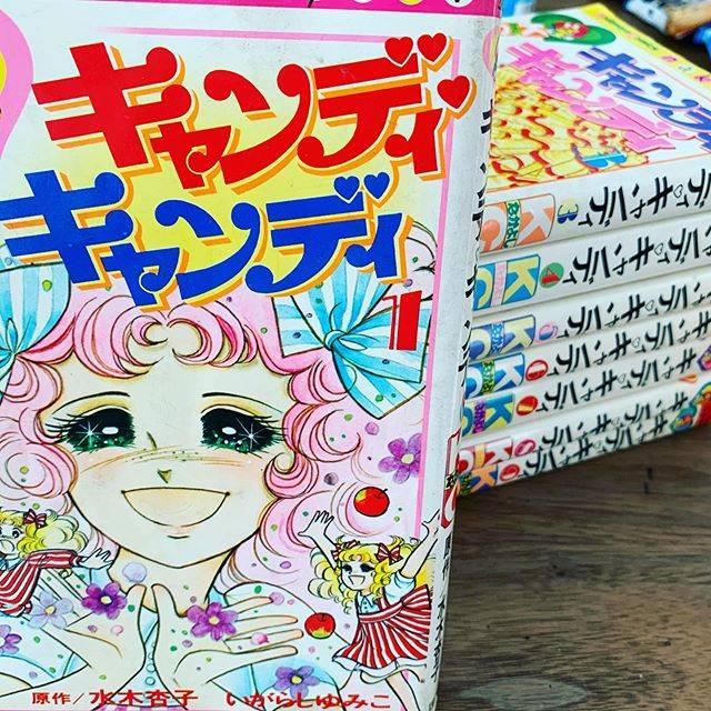 """Sanae  Takeuchi on Instagram: """"ずっと読みたかった漫画。義理の妹が大事にし、持ってた🤩キャンディ🖤キャンディざっと40年前の小学生以来なので、物語の内容ながうろ覚えだったが、テリィ、アンソニー、丘の上の王子さまのアルバートおじさん!やっと繋がった🤩#キャンディキャンディ"""" (754795)"""