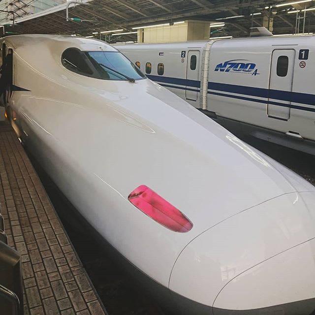 "kuwamr on Instagram: ""#東京駅 #新幹線ホーム #n700系 #新幹線 #白い長いやつ"" (755129)"