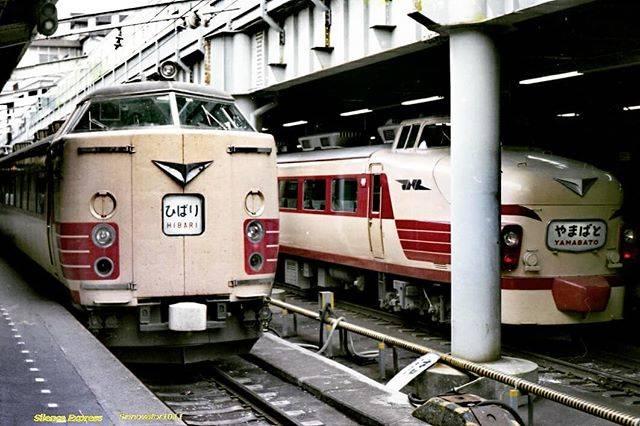 "@sinnovator1011 on Instagram: ""(1978)上野駅15・16番ホームにて 485系特急「ひばり」&「やまばと」。東北特急全盛期のひとこま。  #485post  #485系 #485series  #ボンネット型  #485系200番台  #特急ひばり #特急やまばと #国鉄型 #国鉄特急型 #国鉄時代…"" (756761)"