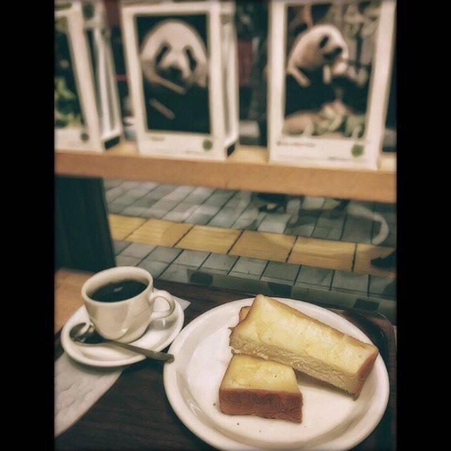 "MASA®️U FUKUSHIMA 🔴⚫ on Instagram: ""パンかトーストか?#エキュート上野 #upcafe #🍞 #☕️ #🐼 #coffeebreak #パンダ #上野パンダ"" (756768)"