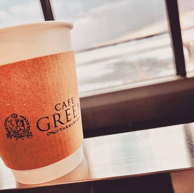 "@cafegreen_tokachi on Instagram: ""今日も寒さに負けず元気に営業中です!! 登場前にカフェラテで温まっていきませんか?? #Cafegreentokachi#Cafegreen#Cafe#新千歳空港Cafe#新千歳空港カフェ#新千歳空港#カフェラテ#Latte"" (761914)"