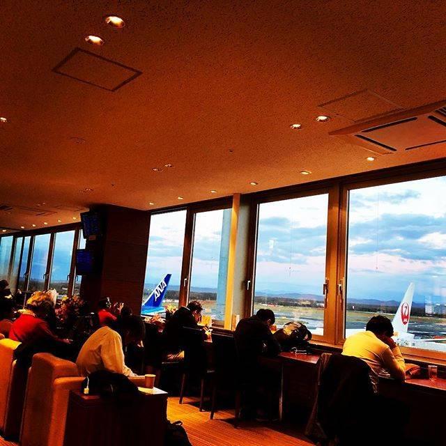"Hiroshi on Instagram: ""#新千歳空港 #新千歳空港スーパーラウンジ #やっと休憩 #かと思いきや #今から#札幌 #足パンパン"" (762219)"