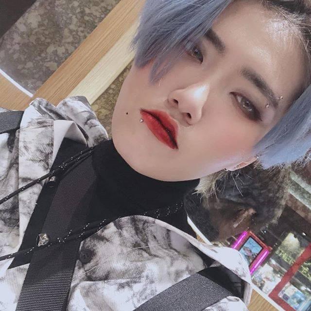 """핑키수현 on Instagram: """"피어싱 새로 뚜러따 >< 혀니언니랑 커플♥ #韓国ファッション #ホンデ #ストリート #ピアス #makeup #coordinate #korea #japan #koreangirl #koreanstyle #daily #tattoo #21…"""" (762418)"""
