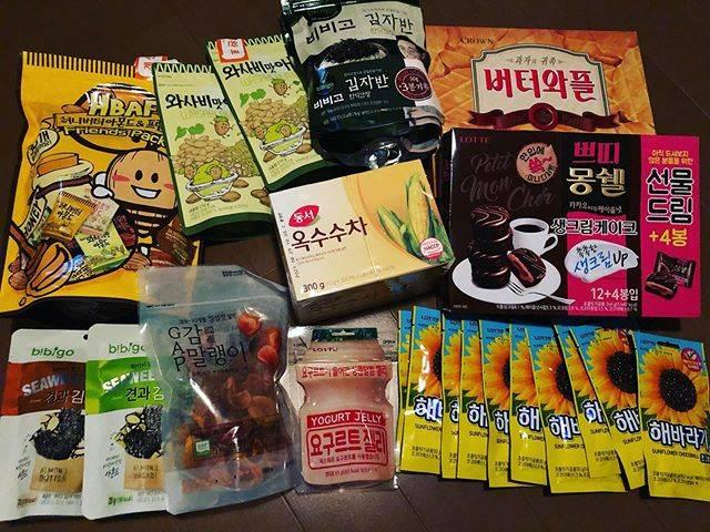 """Chidori on Instagram: """"航空券がLCCで預け荷物15キロまでだったので‥いつもより食品が少ない(ToT)もっと買いたかった‥#ロッテマート#韓国おやつ#食品#韓国お土産"""" (763073)"""