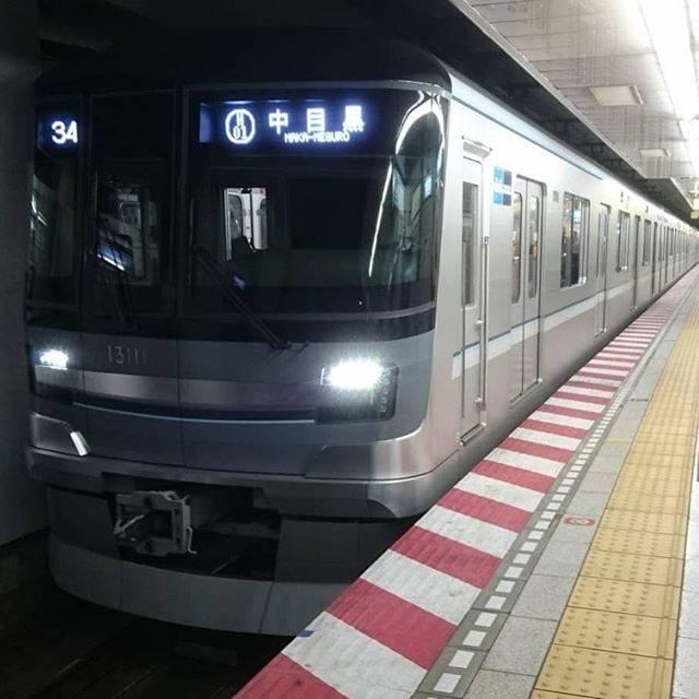 """Masaharu- Obo1番線 on Instagram: """"1/19(金)今日の一枚。東京メトロ日比谷線の最新型✨でギロッポンへギロッポンと言えばポッポポポポポ~ポッポ~♪ネズミ先輩の曲を思いだす私w#東京都 #港区 #六本木駅 #日比谷線 #新型車両#13000系"""" (763553)"""