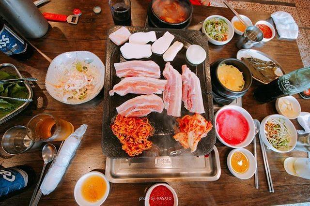 """海外旅行🌏 世界 一眼レフ travel ✈️/canon📷 on Instagram: """"サムギョプサル🍚 色々食べたけど、やっぱり美味しい🐷 旅行中に2回食べました✨ 黒豚通りにあるカカオMAPでも高評価のお店돈향기です。  チェジュ島/韓国 jeju / korea  #돈향기 #jeju #korea #asia #worldheritage…"""" (763621)"""