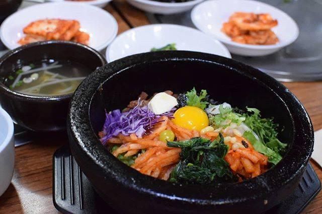 """yukko🍦記録🍦 on Instagram: """"韓国の本場ビビンバ!!辛さもちょうどよくて途中からおこげもで来て美味しかった!!!!😢 ビビンバ発祥の地らしくて、地元のお店の感じがすごく韓国感があって素敵だった~!! #明洞グルメ#明洞グルメ #韓国ビビンバ #ビビンバ#明洞ごはん#韓国ランチ #明洞"""" (764088)"""