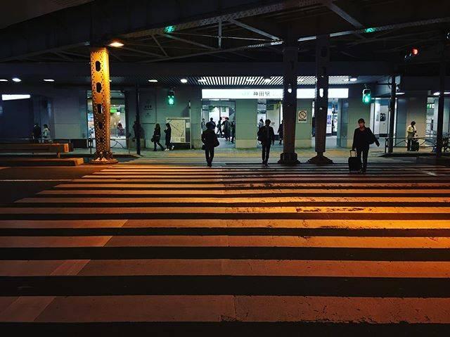 "@jinke.kio on Instagram: ""#iphone6photography #streetsnap #streetphotography #streetphotographer #station #railwaystation #railway #stationplatform #kandastation…"" (764245)"