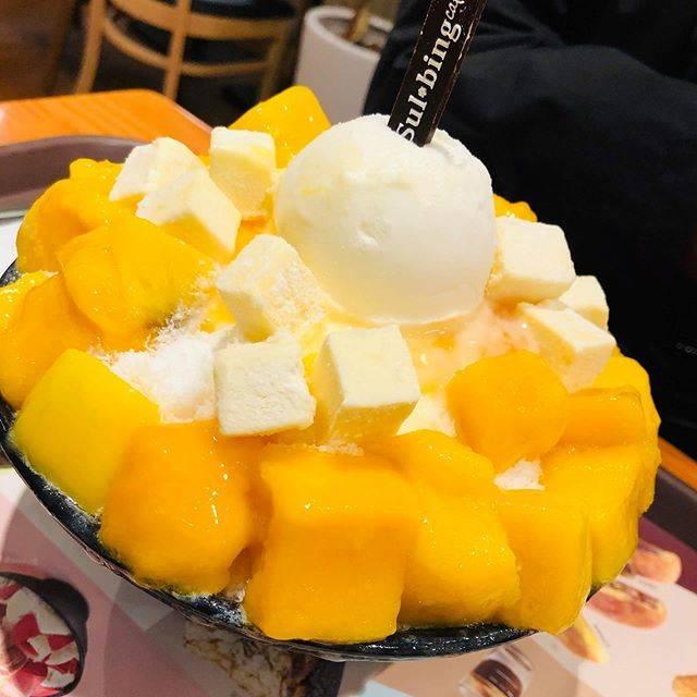 """たい焼きの覇者 on Instagram: """"・ 韓国グルメの醍醐味ソルビン フルーツとキューブのチーズで甘じょっぱいがいい感じで表現されてます。 これはカロリーの爆弾ですが寒くても必ず食べたくなるかき氷です。今回はマンゴー ・ ・ ・ #海外グルメ #ソルビン #韓国 #韓国グルメ #弘大グルメ #弘大 #グルメ…"""" (765103)"""